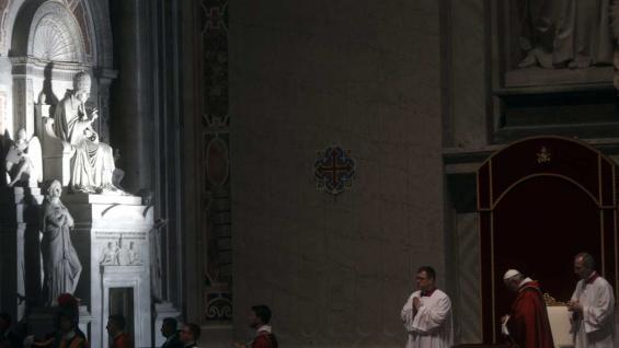 Francisco lavó los pies de 12 presos — Jueves Santo