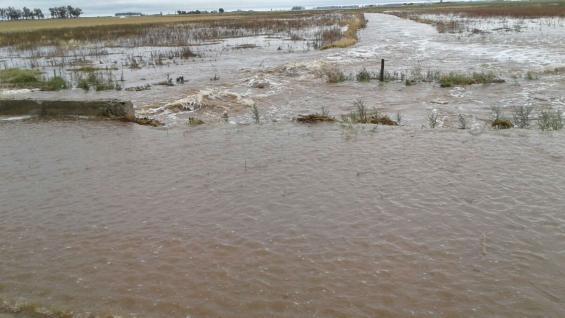 Caminos de la red secundaria afectados por las inundaciones en el este provincial (La Voz).