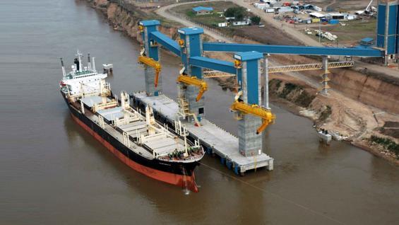PUERTOS. En el Gran Rosario hay 20 fábricas que industrializan soja y 12 tienen su propio puerto. (Cámara de la Industria Aceitera)