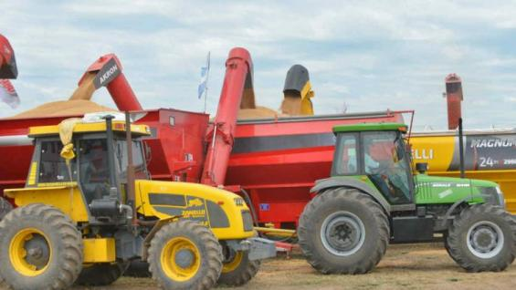 BALANZA. En 2018 caería la importación de maquinaria agrícola y crecerían las exportaciones. (LA VOZ)