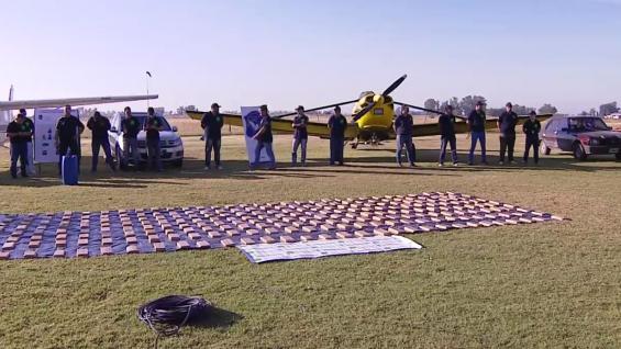 Secuestran 500 kilos de droga en el aeródromo municipal
