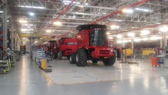 La Serie 130 de cosechadoras Case, fabricadas en Córdoba, lleva el nuevo impulsor (La Voz).