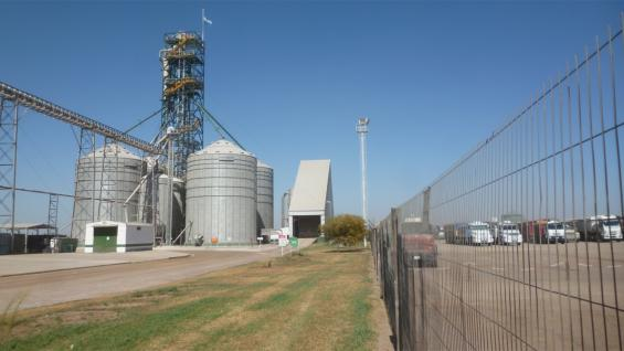 VALOR EN ORIGEN. La demanda de maíz en la planta de Bio 4, ubicada en Río Cuarto, se extiende durante todo el año. Procesa 600 toneladas por día del cereal. (LA VOZ)