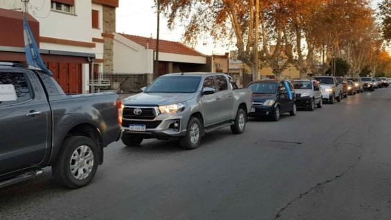BOCINAZO. Una caravana de vehículos protestó en la zona céntrica de Bell Ville. (Gentileza Germán Suárez)