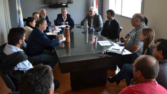 El ministro, con productores y dirigentes de Federación Agraria