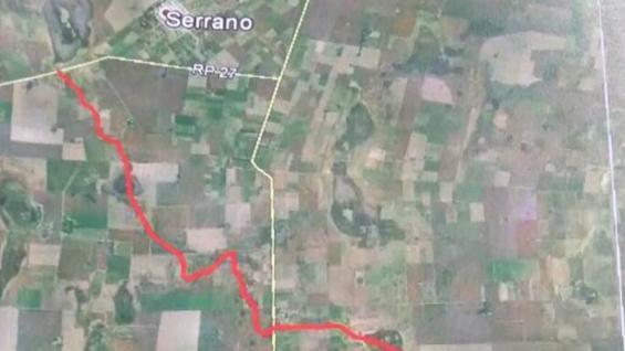 EN ROJO. La canalización que exigen los productores de la zona aledaña a la Laguna La Amarga.
