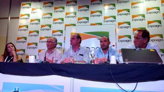 CONFERENCIA. Andrea Passerini, Eduardo García Maritano, Jorge Chemes, Norberto Ferrari y Gabriel de Raedemaeker. (Agrovoz)