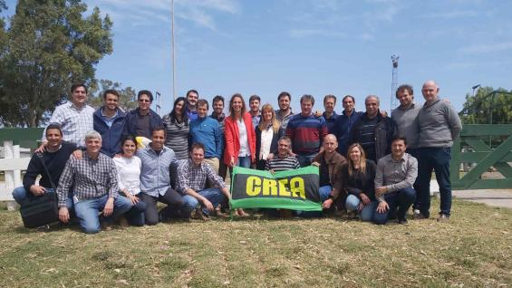 EQUIPO. Integrantes de la comisión directiva y asesores técnicos de la Regional Córdoba Norte de Crea, durante la Jornada de Actualización realizada en Jesús María. (LA VOZ)