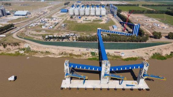INSTALACIONES. El nuevo puerto de ACA se suma a la infraestructura que tiene el complejo oleaginoso en el Gran Rosario. (Clarin)