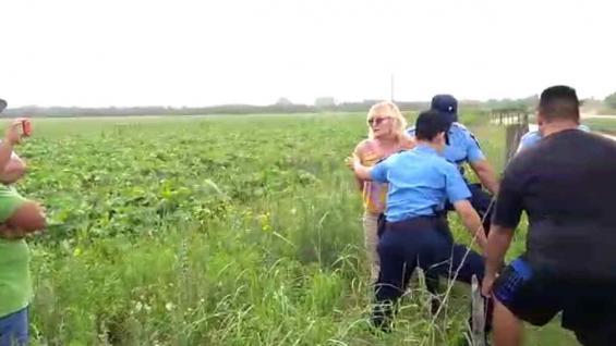 Sofía Gatica fue detenida por la Policía, dentro del lote donde se realizaba la aplicación.
