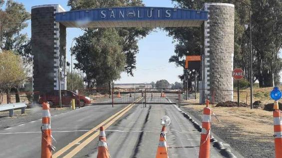 BLOQUEADO. Así está el acceso a San Luis por una de las rutas. (Gentileza Antonio María Hernández)