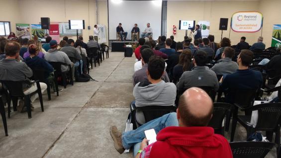 JORNADA. Alta convocatoria en el encuentro organizado por tres regionales de Aapresid en el Campo Escuela de la FCA-UNC. (LA VOZ)
