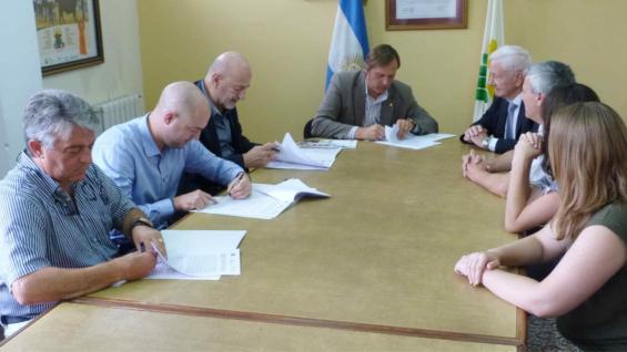 CONVENIO. Lo firmaron la UNC y tres empresas de Córdoba.