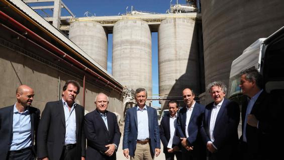 VISITA. Macri hizo anuncios para las Pyme en la planta de Renova. (Presidencia de la Nación)