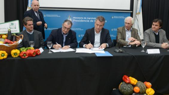 MÁS FRUTAS Y VERDURAS. Se firmó una carta de adhesión al programa (Ministerio de Agroindustria)
