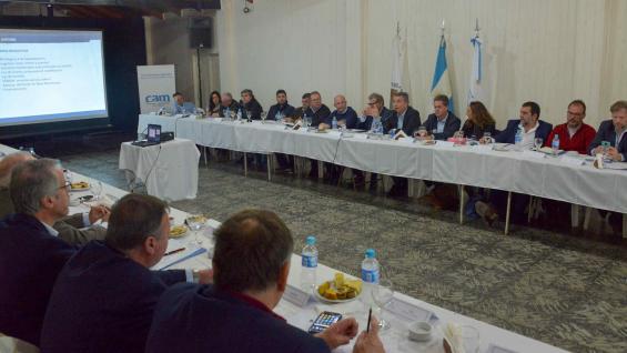 MESA. La semana pasada se hizo el primer encuentro nacional sobre el maní en General Cabrera. (Ministerio de Agricultura de la Nación)