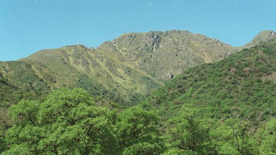 CAPA DA MONTAGEM.  O Uritorco (Voz / File) colina.