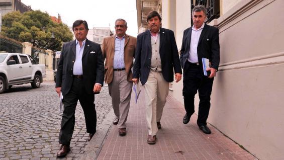 RURALISTAS. Los cuatro presidentes de la Mesa de Enlace llegando a la reunión con Fernández. (Maxi Failla / Clarín)