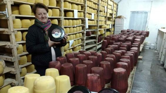 CAPACITACIÓN. Como al principio tuvieron dificultades para lograr valor estable con la masa para muzzarella, Mireya empezó a hacer cursos sobre elaboración de quesos.