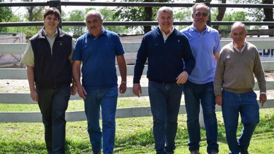 TAMBEROS. Ariel Montilla, Gustavo Ardanaz, Gerardo Irouleguy, Osvaldo Belacín y Guillermo Orso, durante la primera jornada del Crea Tambero Villa María. (LA VOZ)