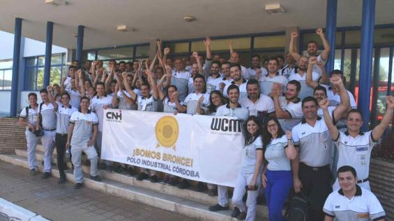 LOGRO. Personal del complejo de CNH Industrial de Córdoba festejan la certificación WCM. (PRENSA CNH INDUSTRIAL)