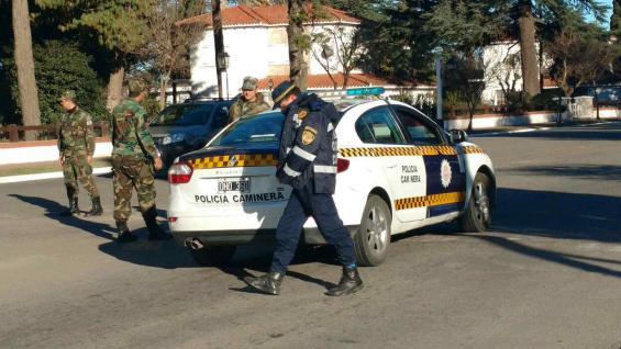 Fuerte custodia policial para todos los colectivos que saldrán a trabajar (La Voz).