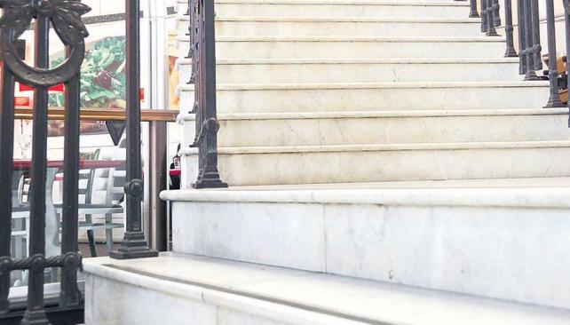 Carrara. Símbolo de una época, aún se lo ve en pisos, muebles, esculturas y escaleras de construcciones de principios del siglo 20.