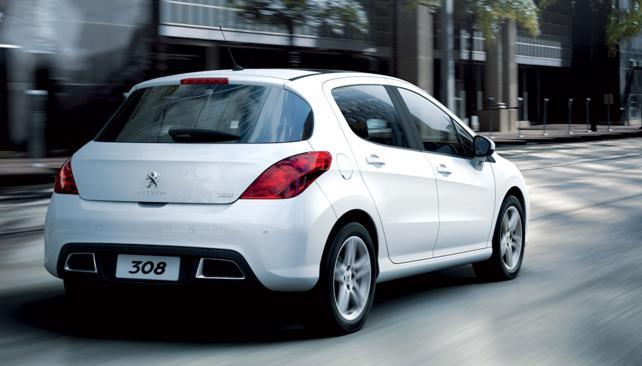RASGOS PROPIOS. Las atractivas líneas redondeadas del sector trasero y las llantas de 17 pulgadas con diseño deportivo son detalles que distinguen e incrementan la belleza del nuevo 308 (Gentileza Peugeot Argentina).
