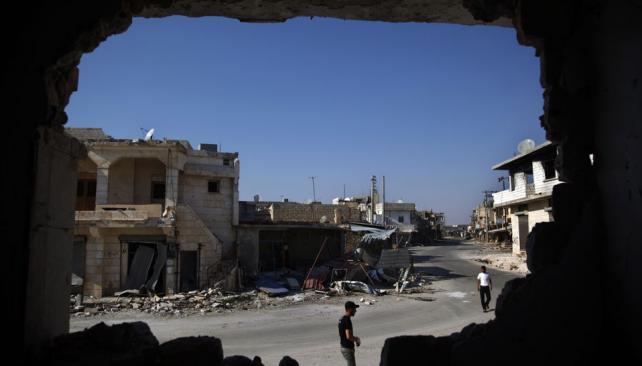 Entre escombros. La violencia sin freno extiende la destrucción en todo el país (AP).
