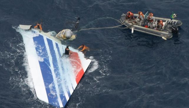 Rescate. Las piezas del AF 447 recuperadas sirvieron a los peritos (AP / Archivo).
