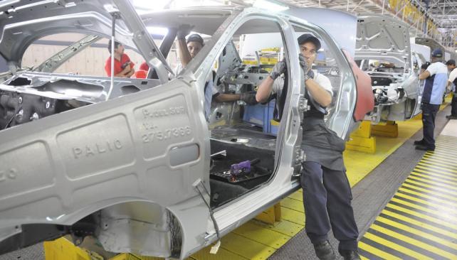 BENEFICIOS. La recuperación del mercado interno en Brasil augura una mejora en las exportaciones de la industria argentina de autos, donde se dirige el 70 por ciento de las exportaciones (Archivo).