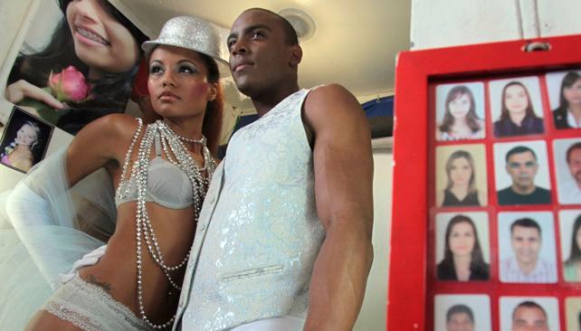 Modelos desfilan en ropa interior por las calles de brasil la voz del interior - Brasilena ropa interior ...