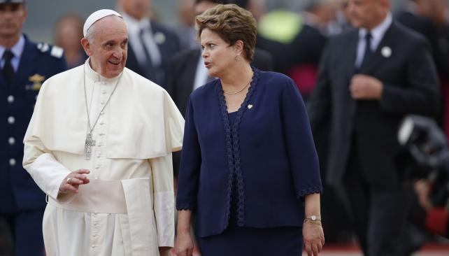 FRANCISCO. Fue recibido por Dilma (Jorge Saenz / AP).