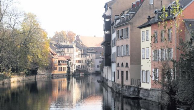 Canales y callejuelas se van abriendo en Grande Île, presentando el casco histórico constituido por encantadoras casas típicas alsacianas.