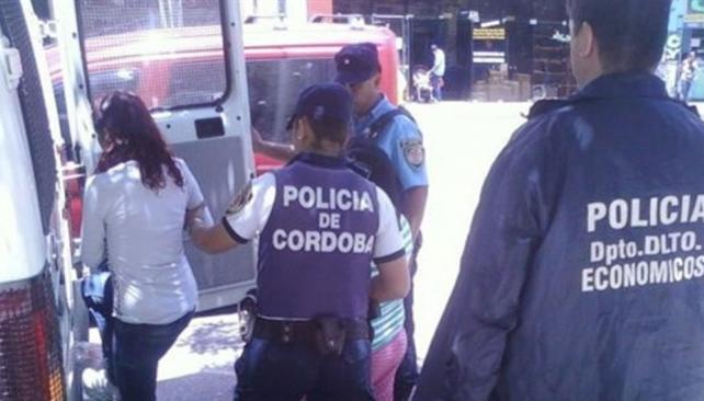 Dos mujeres fueron detenidas cuando salían del Correo Argentino, acusadas de integrar la banda.
