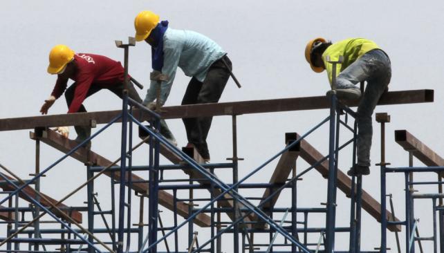 """EN UNA SOLICITADA. Aseguraron que la industria inmobiliaria y de la construcción """"se encuentran técnicamente en recesión"""" (AP)."""