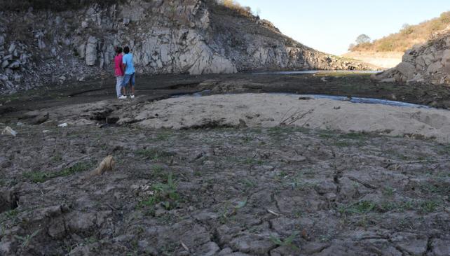 Dique La Quebrada. El pequeño lago de Río Ceballos, hace un año, con poca agua. Hoy tiene un nivel 4,50 metros más alto que entonces (Facundo Luque /Archivo).