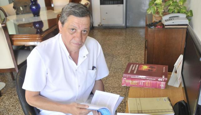 En el de Urgencias. Daniel Gómez, jefe de Toxicología, vio casos de todo tipo en el hospital (La Voz / Pedro Castillo).