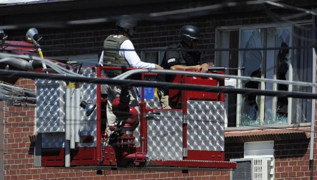 La Policía utilizó equipos sofisticados para desactivar los explosivos en la casa del sospechoso (AP).