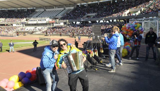 DÍA DEL NIÑO. Los Caligaris también actuaron ante miles de niños esta mañana (La Voz / Pedro Castillo).