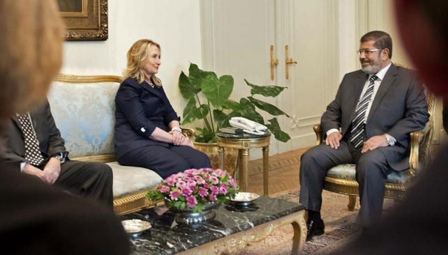 Cambio. Hillary dio su apoyo a Mursi, aunque hasta hace poco se vinculaba a su partido con terroristas (AP).