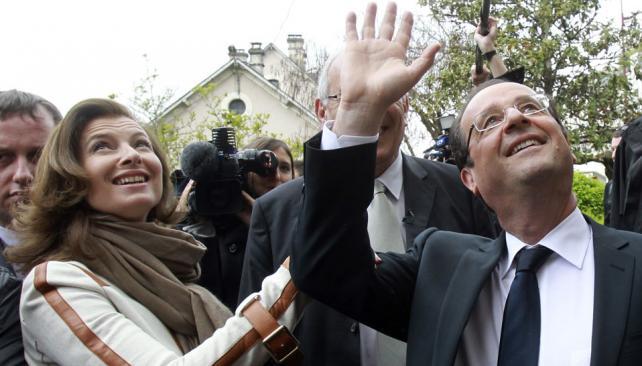 ELECCIONES EN FRANCIA. El candidato socialista Francois Hollande, votó en Tulle, en su región natal de Correze (AP).