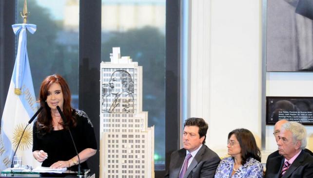 Presencias. En el acto de reaparición pública de la presidenta Cristina Fernández estuvo todo el gabinete y varios gobernadores, entre ellos, José Manuel de la Sota (DYN).