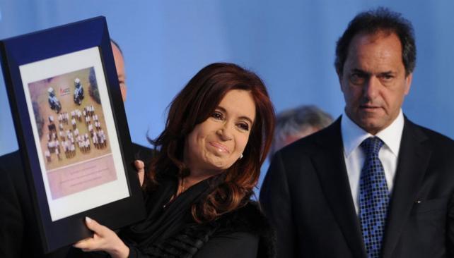 Dependencia. Cristina y Scioli, dos referentes de las complicadas relaciones fiscales Nación-provincias.