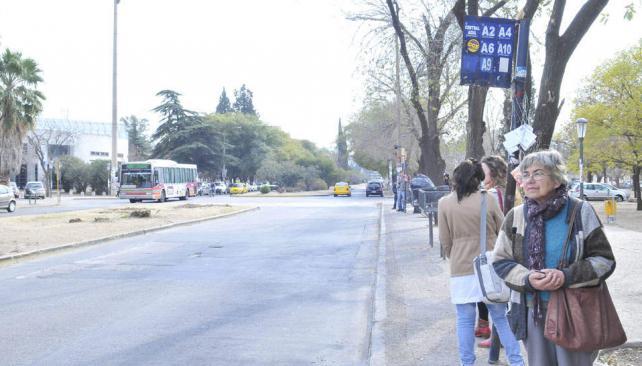 CIUDAD DE CÓRDOBA. Estuvo paralizado el servicio de los corredores Azul y Celeste (La Voz/Ramiro Pereyra).