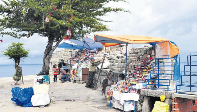 Puestos de venta de ofrendas, en la cumbre del cerro Calvario (Santiago Germain y Federico Molina).