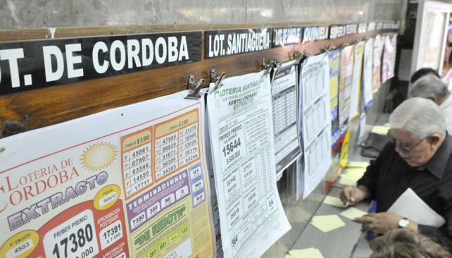 Reinado. Había tres sorteos diarios de la Quiniela de Córdoba, y en 2011 se agregó un cuarto. Es un juego barato: con 2 pesos ya se puede participar. Hay quienes apuestan todos los días, en la de la Provincia y en otras (Facundo Luque).