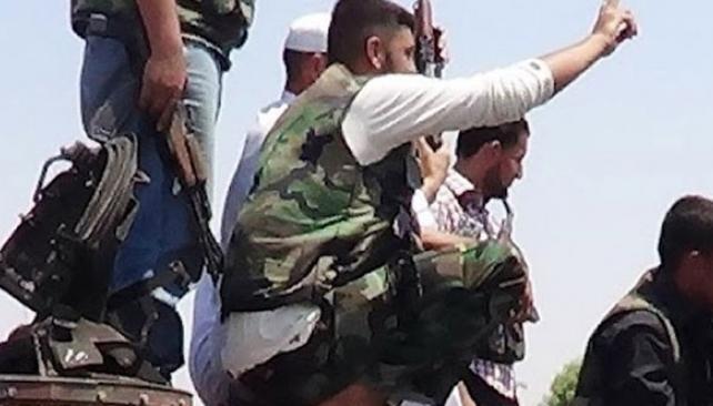 """Avance rebelde. Fuerzas del """"Ejército Libre de Siria"""" tomaron posiciones en la norteña Idlib (AP)."""