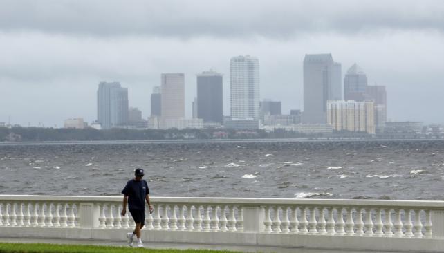 ISAAC. La tormenta se desplaza hacia el Golfo de México. (AP).