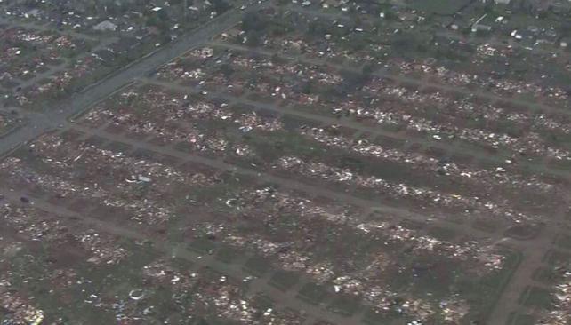CASASAPLASTADAS. Fuera de Moore, Oklahoma, según se pudo ver en una imagen proporcionada por la KFOR-TV (AP).